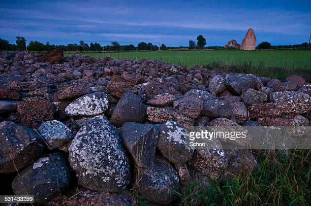 stone wall at ruin - エーランド ストックフォトと画像