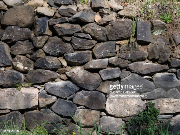 stone wall texture - muro stock photos and pictures