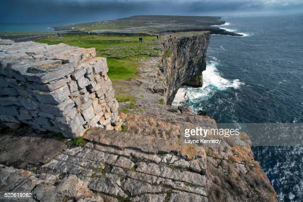 stone walls along cliffs on inishmore - dun aengus stock pictures, royalty-free photos & images