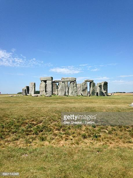 stonehenge against blue sky - stonehenge stock photos and pictures