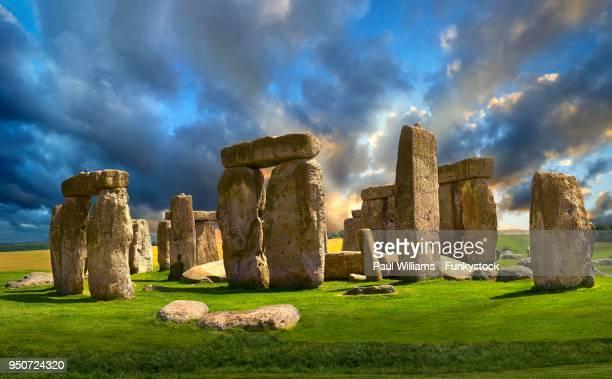 stonehenge, ancient neolithic standing stone circle, monument, wiltshire, england, united kingdom - ウィルトシャー州 ストックフォトと画像