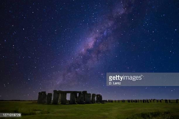 stonehenge at night - stonehenge stock pictures, royalty-free photos & images