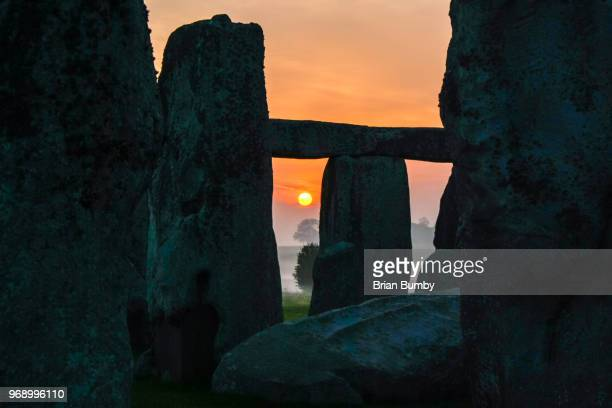 stonehenge, dawn - midsommar stock pictures, royalty-free photos & images
