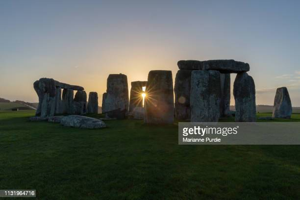 stonehenge in the early morning - winter solstice stock pictures, royalty-free photos & images