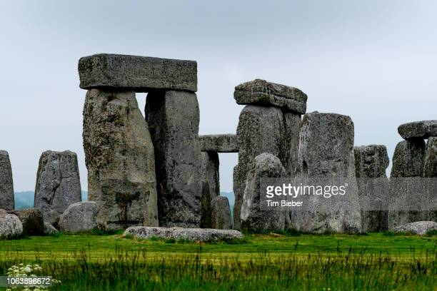 stonehenge - equinoccio de primavera fotografías e imágenes de stock