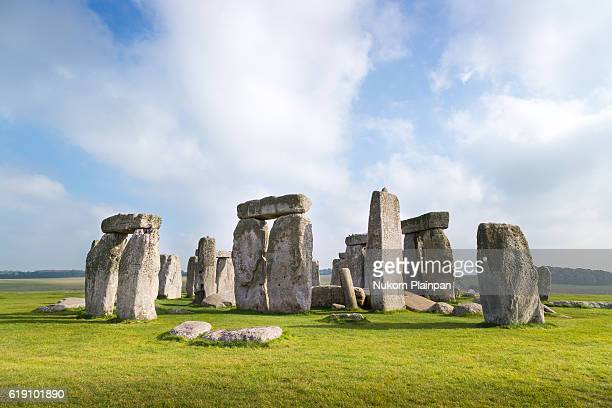 stonehenge, uk - unesco welterbestätte stock-fotos und bilder