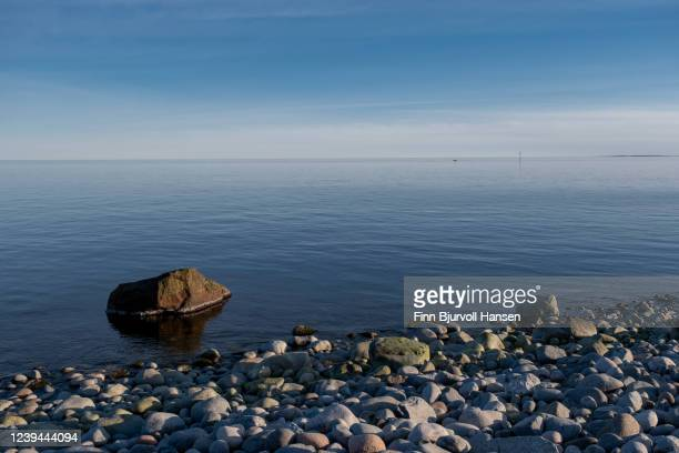 stones at the beach of moelen, mølen in vestfold norway - finn bjurvoll stock pictures, royalty-free photos & images