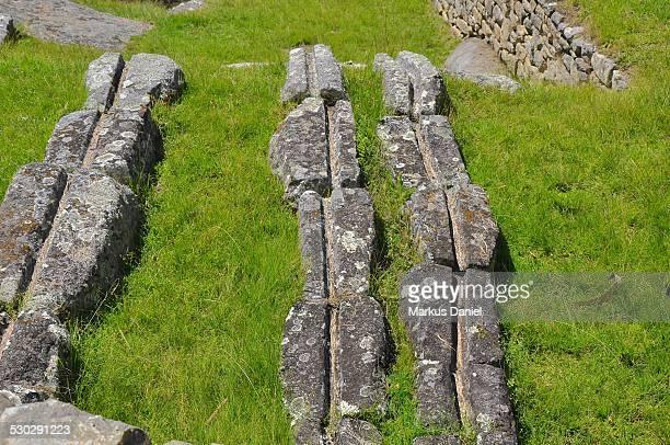 "stones of irrigation system in machu picchu - ""markus daniel"" imagens e fotografias de stock"