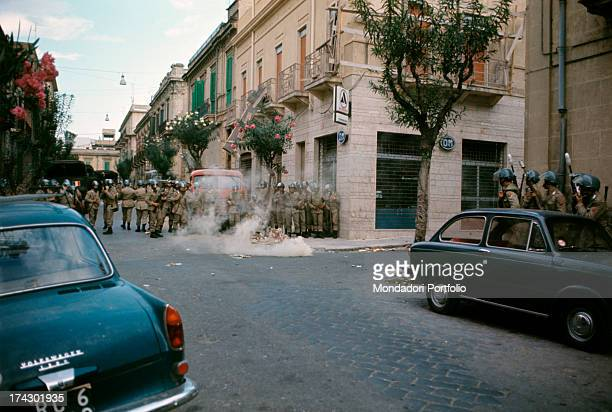 Stones thrown against the police of Reggio Calabria, where there are disturbances due to the decision taken by the provincial capital. Reggio...