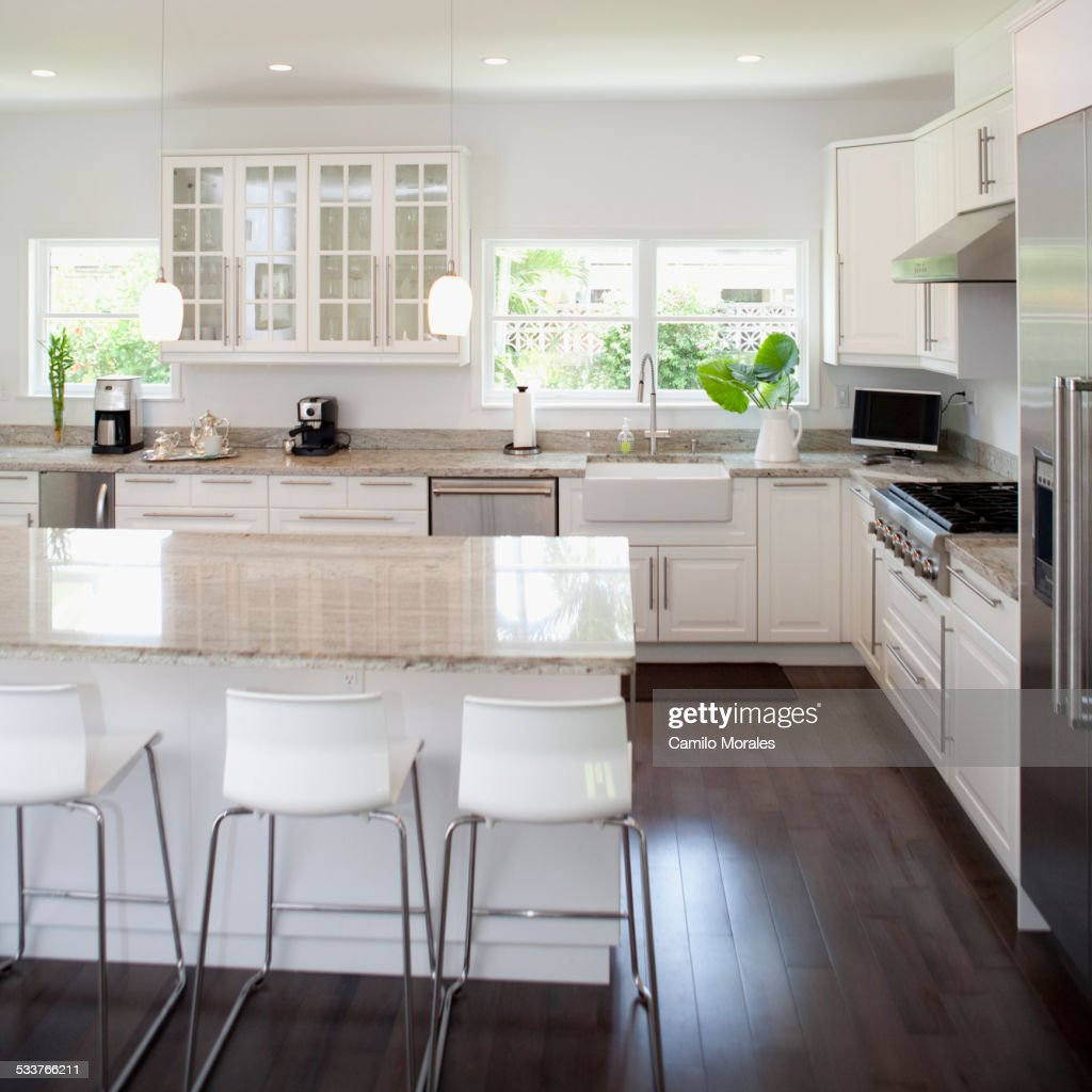 Stools, breakfast bar and counters in modern kitchen : Foto stock
