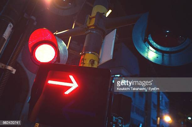 stoplight at night - road signal stock pictures, royalty-free photos & images