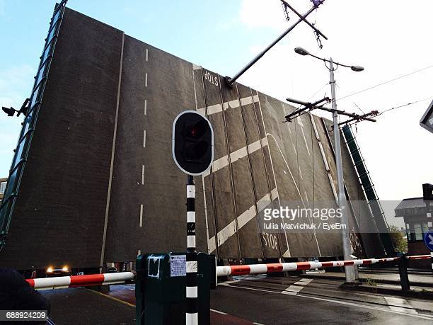 stoplight by barricade on bascule bridge - road signal stock pictures, royalty-free photos & images