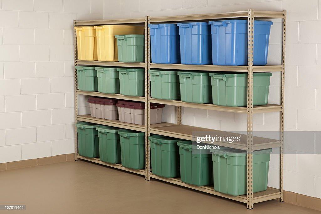 Vorratsbehälter auf Regal : Stock-Foto