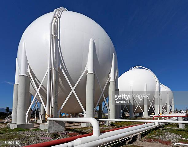 storage tanks at a petrochemical plant - storage tank stock photos and pictures