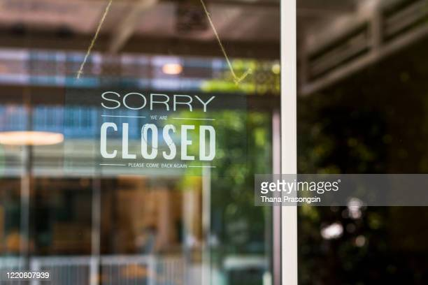 store closed sign hanging on the window - closing stock pictures, royalty-free photos & images