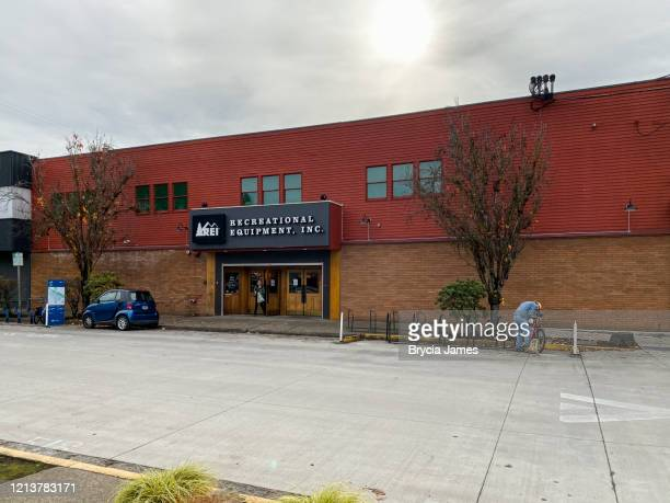 rei store in eugene oregon - brycia james stock pictures, royalty-free photos & images