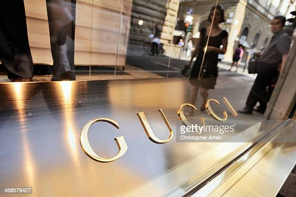 gucci store in florence - gucci beauty stock pictures, royalty-free photos & images