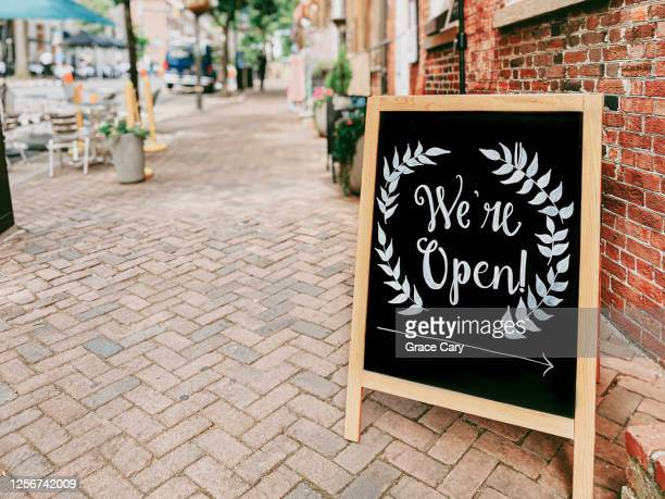 store open signage - placard stock pictures, royalty-free photos & images