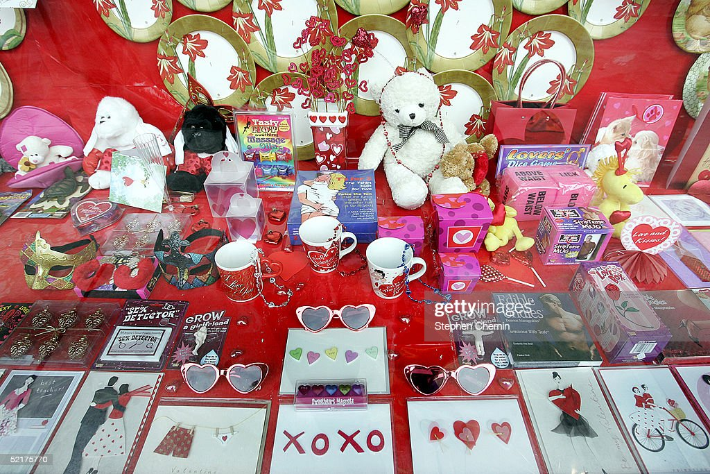 shoppers prepare for valentines day photos and images   getty images, Ideas