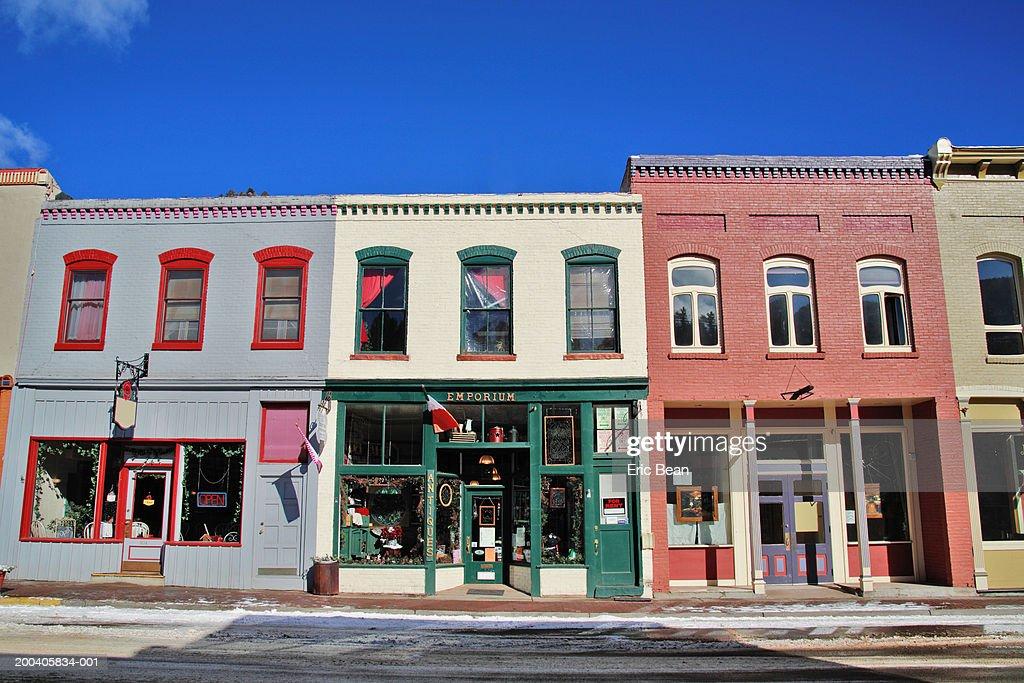 Storefronts along street, winter : Bildbanksbilder
