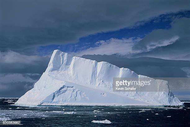 storm clouds above iceberg - antarctic sound fotografías e imágenes de stock