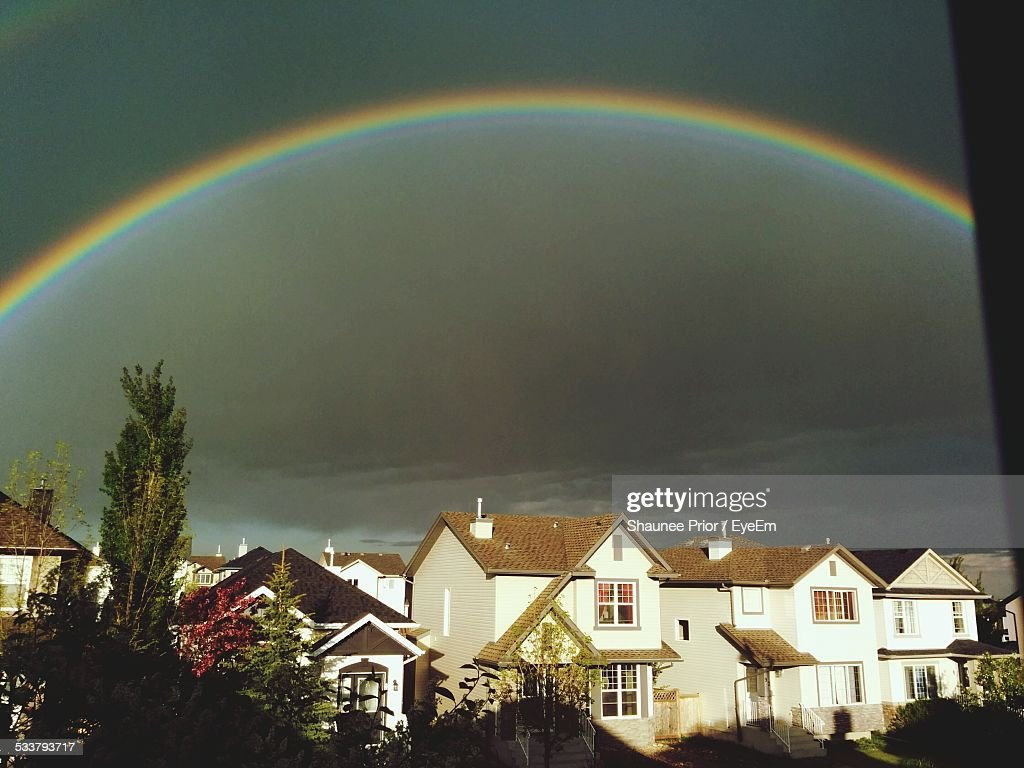 Storm Clouds And Rainbow Over City : Foto stock
