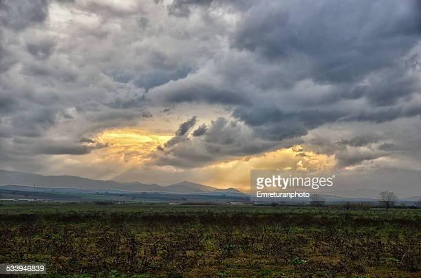 storm clouds and sunbeam - emreturanphoto bildbanksfoton och bilder