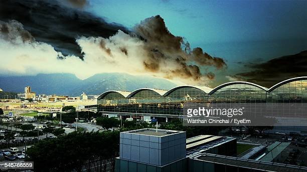 storm clouds over hong kong international airport - hong kong international airport stock photos and pictures