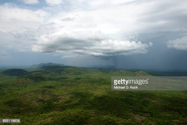 storm clouds over mountains, boubandjida national park, northern cameroon - kamerun stock-fotos und bilder