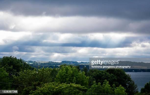 storm clouds over skaneateles lake, new york, usa - スカネアトレス湖 ストックフォトと画像