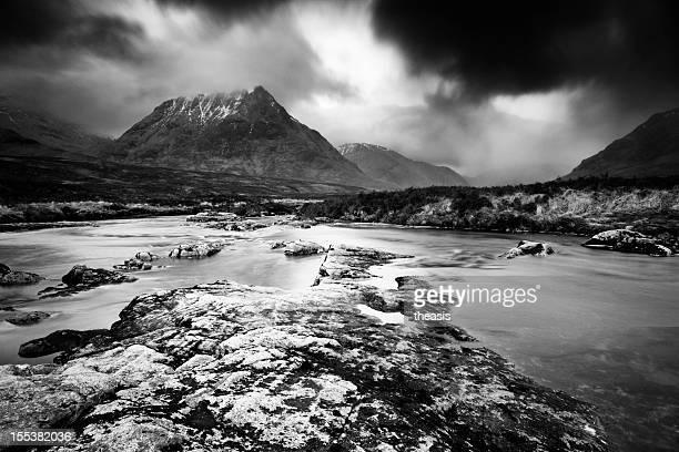 tormenta en glencoe - theasis fotografías e imágenes de stock