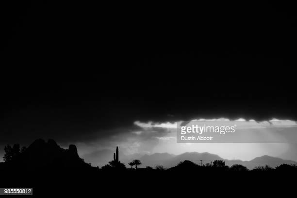 storm in the desert - dustin abbott imagens e fotografias de stock