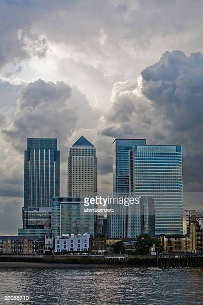 storm over finance - canary wharf stock pictures, royalty-free photos & images