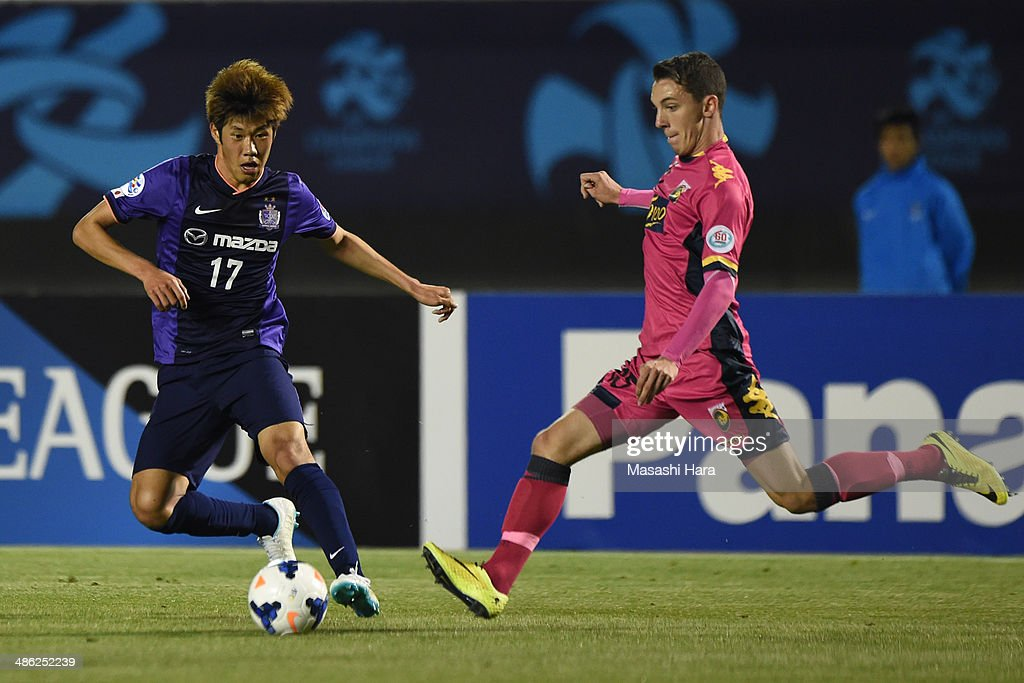 Storm Roux #15 of Central Coast Mariners (R) and Park Hyung Jin #17 of Sanfrecce Hiroshima compete for the ball during the AFC Champions League Group F match between Sanfrecce Hiroshima and Central Coast Mariners at Edion Stadiam Hiroshima on April 23, 2014 in Hiroshima, Japan.