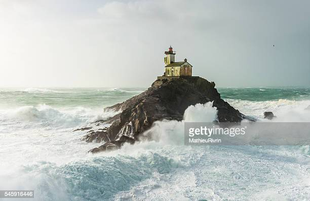 storm ruzica - haunted lighthouse of tevennec - phare photos et images de collection