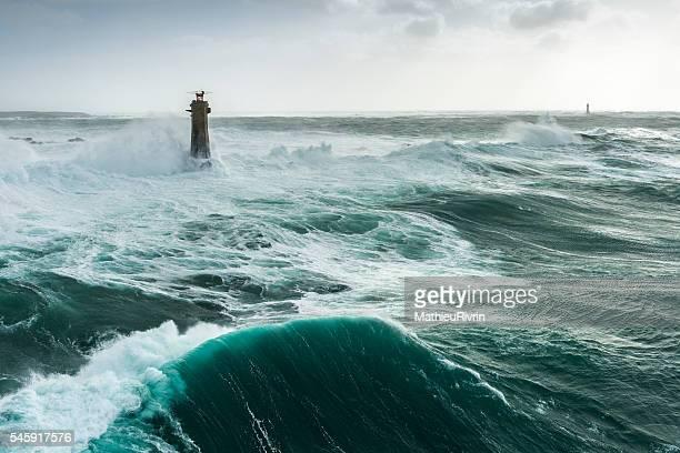 storm ruzica - ouessant - phare de nividic - pointe de pern - leuchtturm sturm stock-fotos und bilder