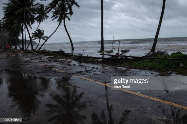 storm surge from a tropical storm - orkaan stockfoto's en -beelden