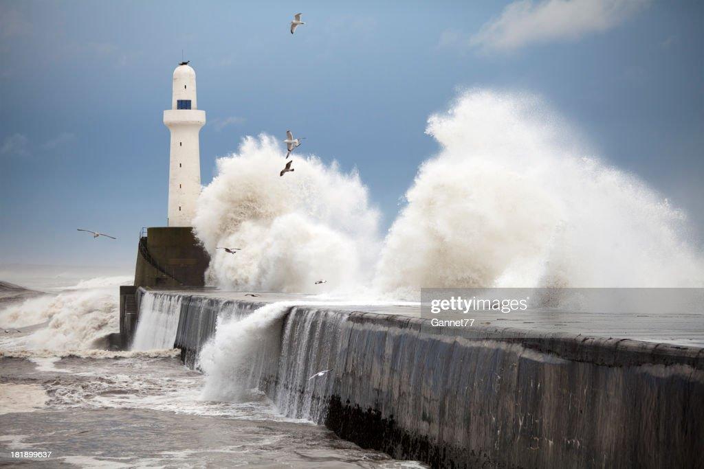 Storm Wellen beeindruckende der Aberdeen harbour breakwater, Schottland : Stock-Foto