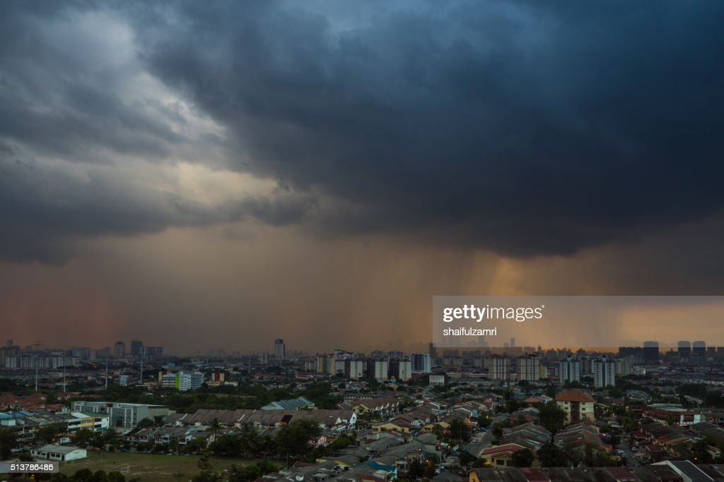 Stormy and rainy sunset in downtown Kuala Lumpur : Foto de stock