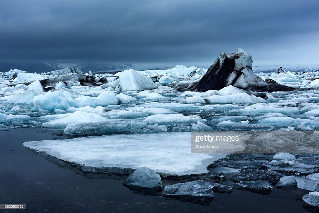 Stormy calm morning over Jokulsarlon icebergs : Stock Photo