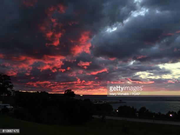 stormy cloud and dramatic sky at sea - mary moody fotografías e imágenes de stock
