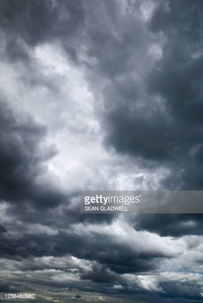 stormy cloud sky - atmospheric mood stock pictures, royalty-free photos & images