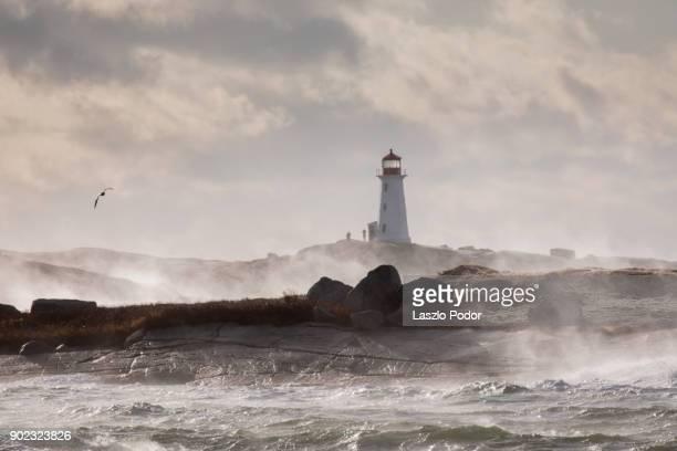 stormy ocean at peggy's cove - leuchtturm sturm stock-fotos und bilder