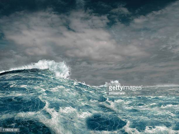 stormy ocean - storm stockfoto's en -beelden