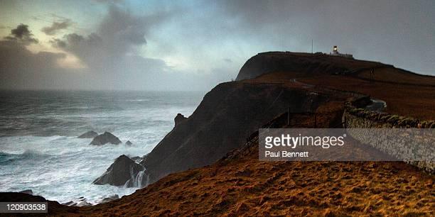 stormy scene with lighthouse on shetland - isole shetland foto e immagini stock