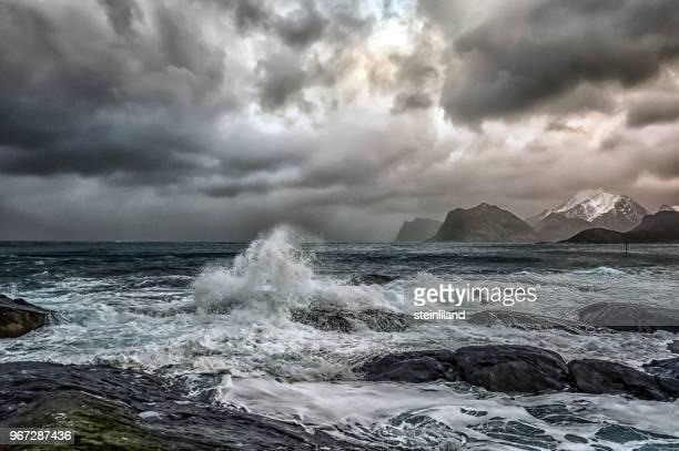 stormy sea and beach, flakstad, lofoten, nordland, norway - storm stockfoto's en -beelden