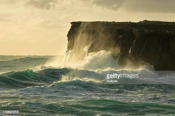 stormy mare - scogliera foto e immagini stock