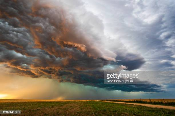 stormy sky with dramatic clouds at sunset near eads, colorado. - 気まぐれな空 ストックフォトと画像