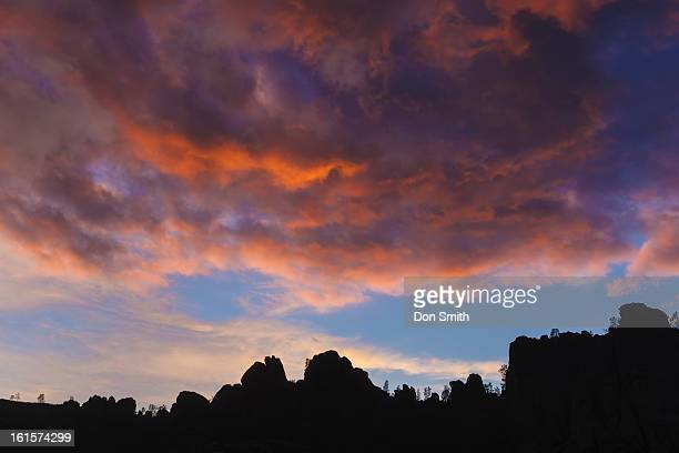 stormy sunset over pinnacles high peaks - don smith foto e immagini stock