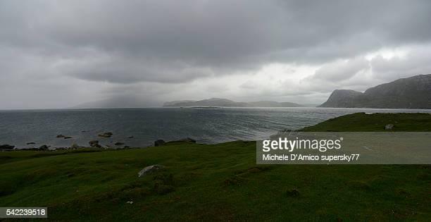 stormy weather on the fjords - países del golfo fotografías e imágenes de stock
